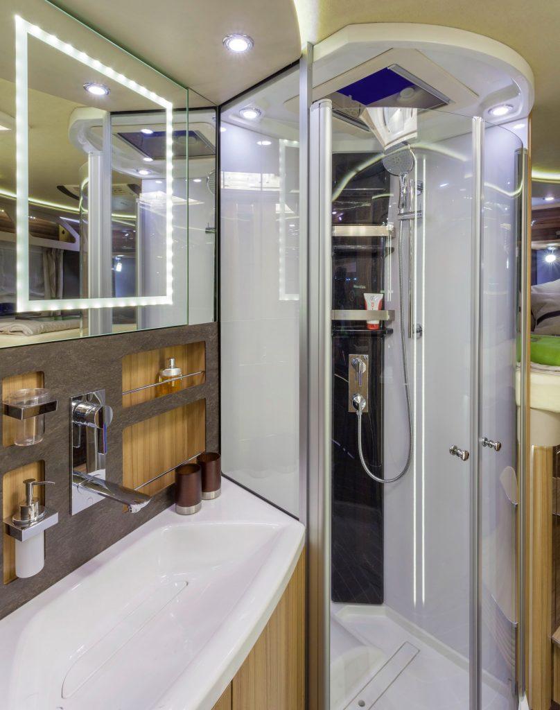 SUN i 900 - Raumbad mit Echtglas-Dusche